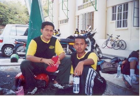 Penat selepas berniaga pada Hari Sukan SMKT 2002